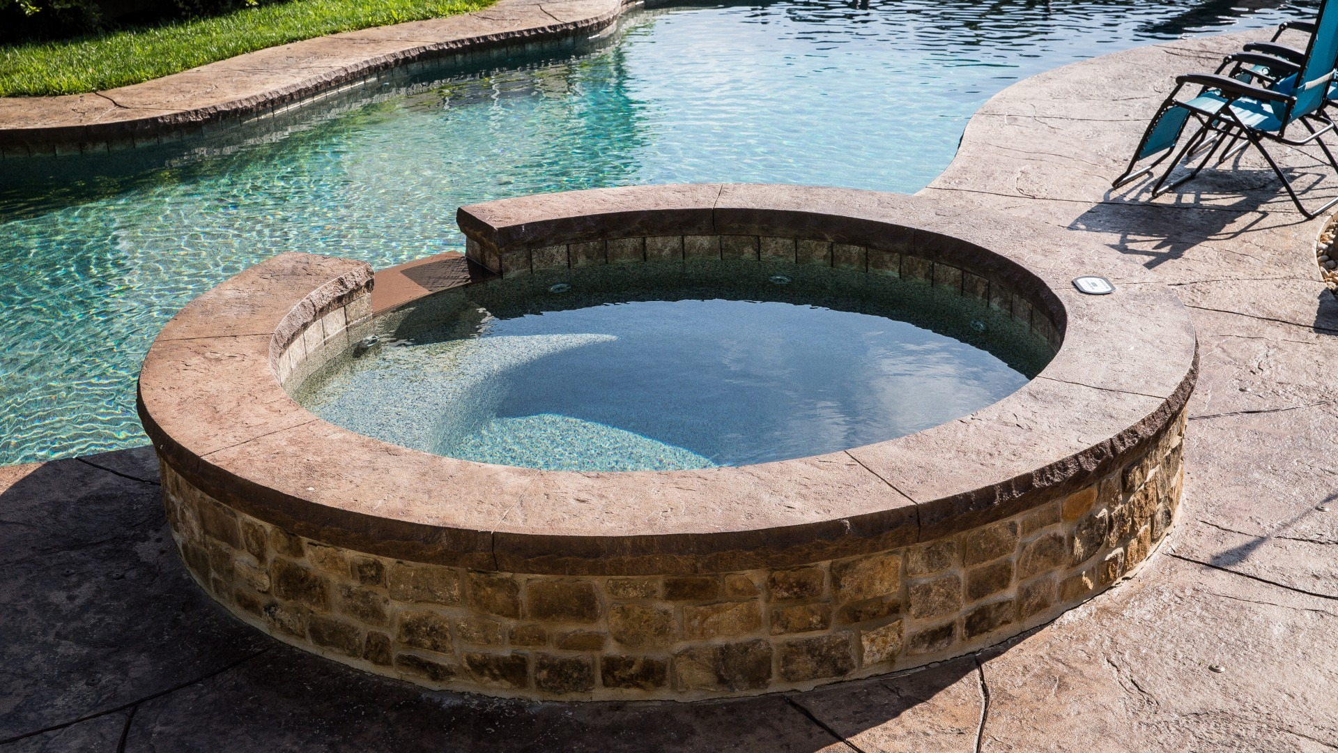 Are Chemicals the Same for Pools and Hot Tubs